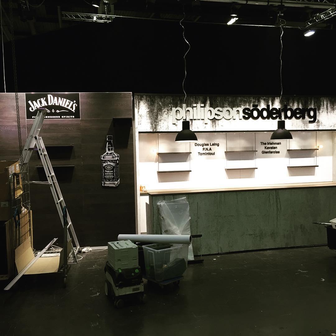 Göteborg öl & whiskey! Snart byggt klart philipsonsöderbergs monter. #Philipsonsöderberg #expoimage #mässmonter